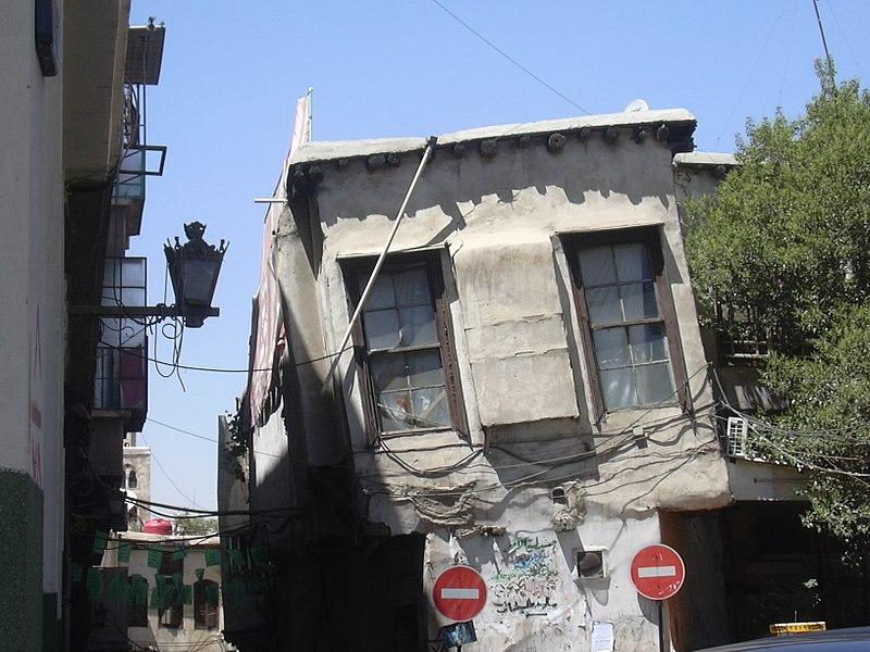 File:Damaskus, Schiefes Haus in der Geraden Straße (via recta) (26931125829).jpg