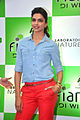 Deepika promotes 'Cocktail' at Reliance store 06.jpg
