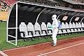 Desinfectqtion du banc de touche après un match de football.jpg