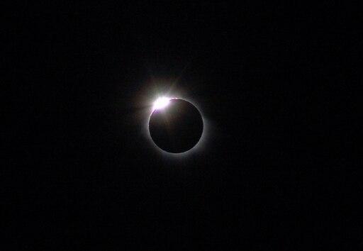 Diamondring-eclipse-March03-29-2006