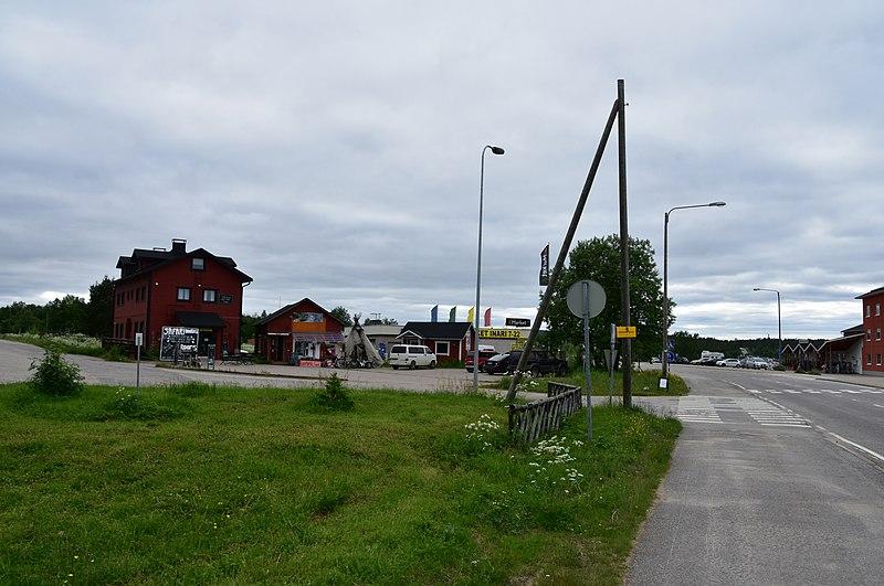 File:Downtown Inari, Finland (2) (36546685831).jpg