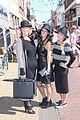 Drie dames met hoeden tijdens bruisend Brielle.jpg