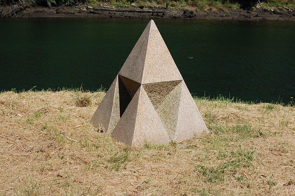 Pyramid, de Dan Graham.