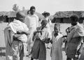 ETH-BIB-Abessinische Männer und Kinder-Abessinienflug 1934-LBS MH02-22-0455.tif