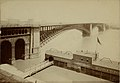 Eads Bridge, with riverboat freight and passenger ticketing office and embarkation to the south.jpg