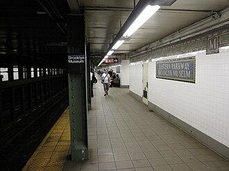 Eastern Parkway–Brooklyn Museum (IRT Eastern Parkway Line) - Manhattan-bound platform