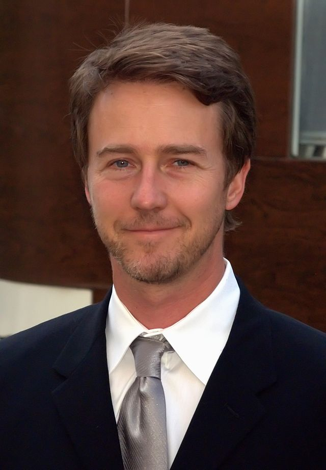 The 47-year old son of father Edward Mower Norton, Jr. and mother Lydia Robinson, 185 cm tall Edward Norton in 2017 photo