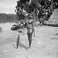 Een boslandcreoolvrouw in Langetabbetje., Bestanddeelnr 252-6781.jpg