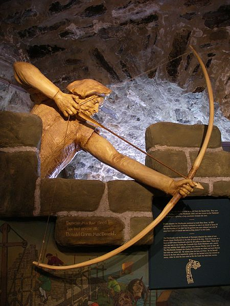 Fichier:Eilean Donan Castle archer.jpg