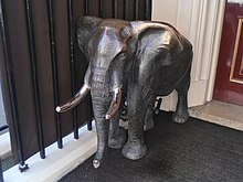 Elephant bronze outside Crown Aspinalls, Curzon Street W1.JPG