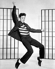 Elvis in una foto promozionale per il film Il delinquente del rock and roll