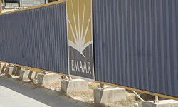 Emaar Logo on Fence in Dubai Marina on 9 March 2007.jpg