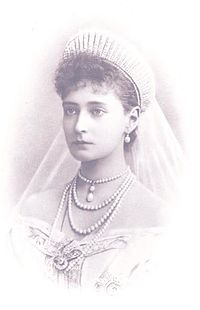 Empress Alexandra Feodorovna in her wedding dress (vignette).jpg
