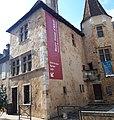 Entrée du Musée Jeanne d'Albret côté rue.jpg