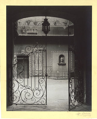 Courtyard - Entrance to the main courtyard of Uriarte Talavera, in Puebla, Mexico (first half of 20th century