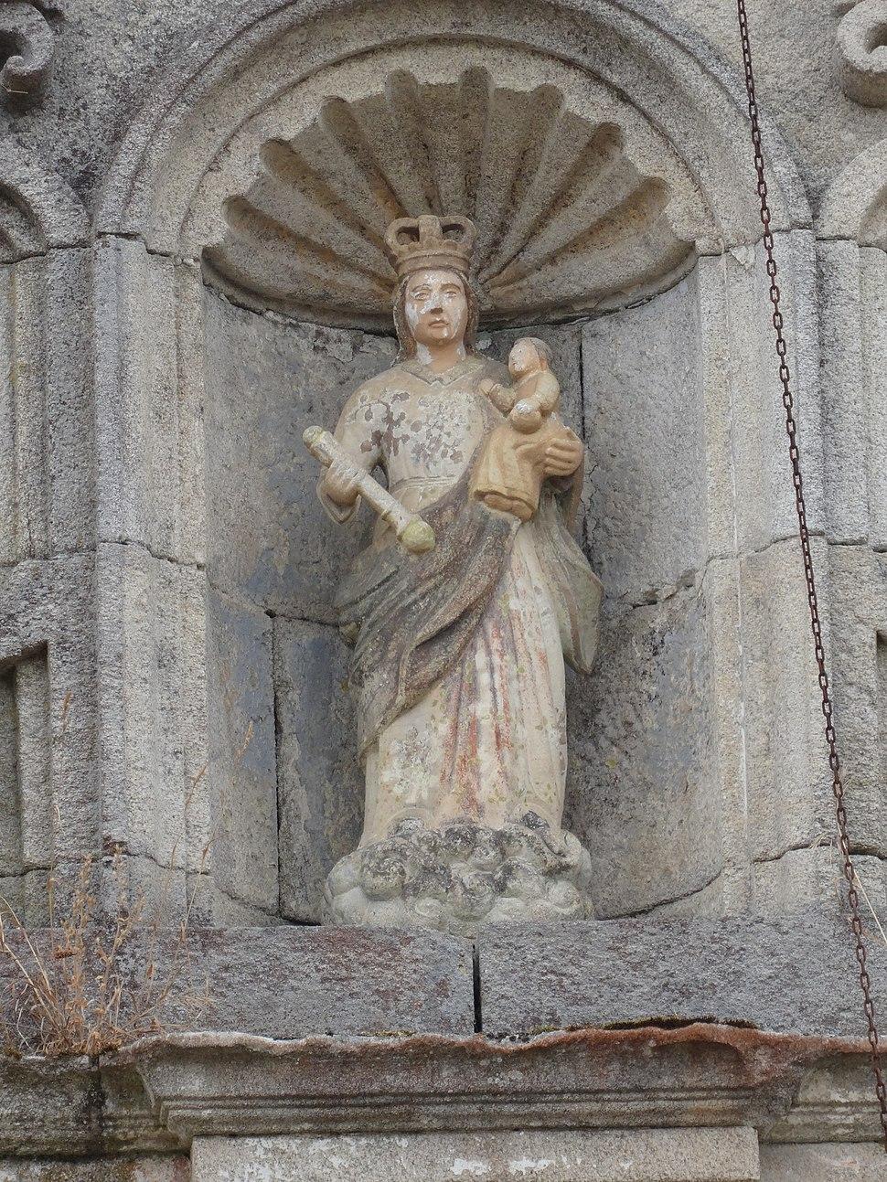 Escultura fachada igrexa Grixoa, San Amaro