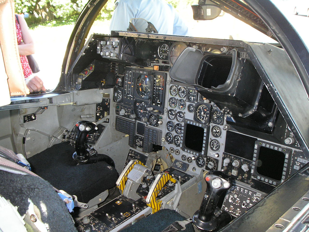 File:F-111C cockpit circa 1978.JPG - Wikimedia Commons