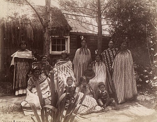 Maori whanau from Rotorua in the 1880s. Many aspects of Western life and culture, including European clothing and architecture, became incorporated into Maori society during the 19th century. Famille Maori 1998-1361-139.jpg
