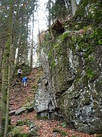 Felsen bei den Hirschbachfällen.jpg
