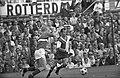Feyenoord tegen GVAV 3-0, r. C. Moulijn (r) en Koeman (GVAV), Bestanddeelnr 922-7131.jpg