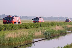 Fire-fighting crew.Schiphol. (4624564941).jpg
