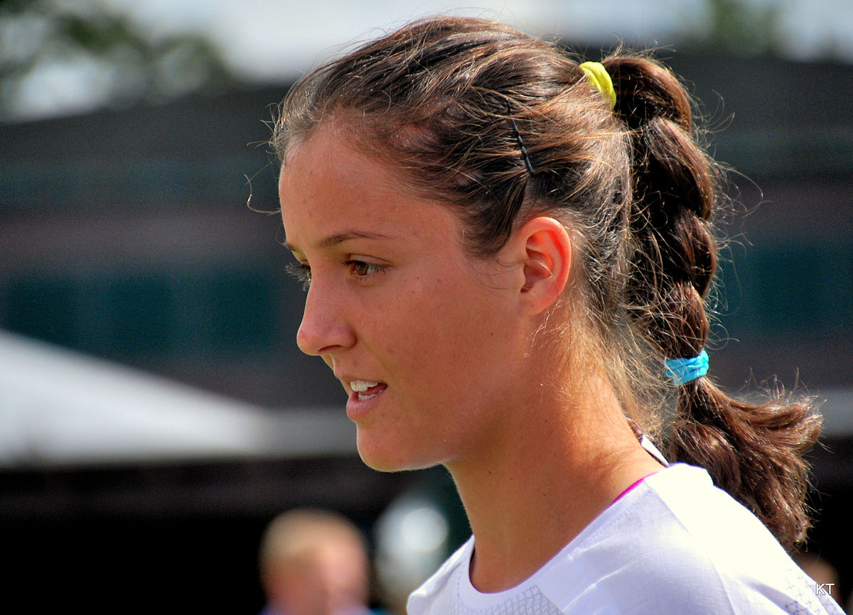 What Is A Sedan >> Laura Robson – Wikipedia
