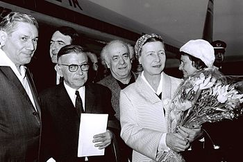 Flickr - Government Press Office (GPO) - Jean Paul Sartre and Simone De Beauvoir welcomed by Avraham Shlonsky and Leah Goldberg.jpg