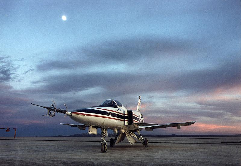 File:Front view of Grumman X-29 (EC90-357-7).jpg