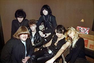The Fuzztones - Image: Fuzztones 1984 Irving Plaza backstage