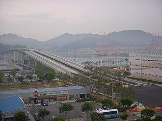 Gangseo District, Busan - Image: Gaduk Bridge constructing