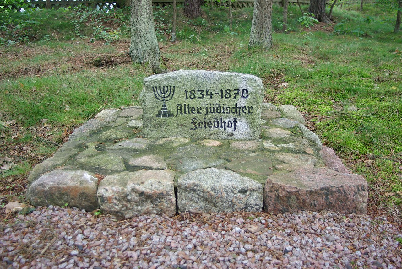 Gedenkstein Alter Jüdischer Friedhof 1834-1870.JPG