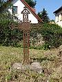 Grabkreuz neben der Kirche von Bechstedtstraß.JPG