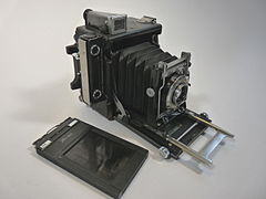 Graflex Speed Graphic medium format camera.jpg