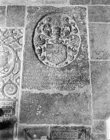 Grafsteen in de zuid kooromgang - Arnhem - 20024700 - RCE