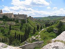 Vista della Cattedrale e del Torrente a Gravina
