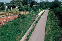 Great Linford railway station (1980).JPG