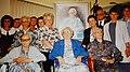 Groepsfoto, met rechts haar dochter Petronella Knoet (1907-2005, 98 jaar).jpg