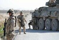 Afganistan'daki Kandahar Eyaletindeki Kanadalı Grenadier Muhafızlarından gelen askerler, resmî olarak, Afgan direnişçilerine karşı Hollandalı askerlerle savaştılar.