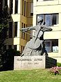 Guilhermina Suggia estátua.jpg