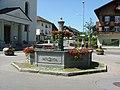 Gusseiserner Brunnen Hittisau - panoramio.jpg