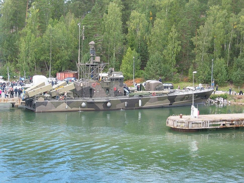 HMS Ystad R142