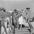 Haifa. Ontschepen van bejaarde emigranten (oliem) van het transportschip Bulgari, Bestanddeelnr 255-1140.jpg