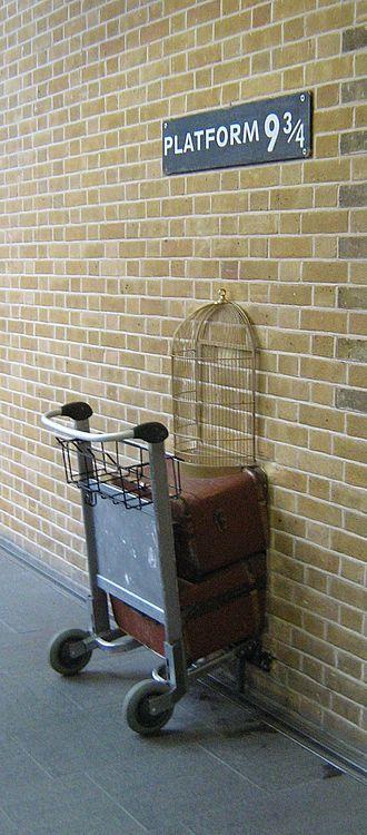 Kings Cross, London - Image: Harry Potter platform