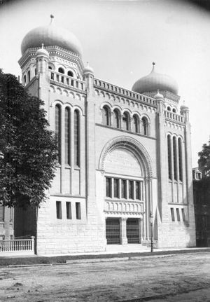 History of the Jews in Toronto - Holy Blossom Temple on Bond Street, 1900
