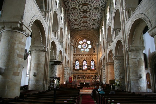 Holy Cross nave - geograph.org.uk - 1032795
