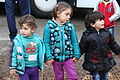 Immigranten - Flüchtlinge beim Grenzübergang Wegscheid (23102525012).jpg