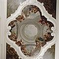 Interieur, bel-etage, achterzijde (Zaal), plafondschildering, Vijfdelige plafondschildering met illusionistische koepel omgeven door de vier werelddelen - Amsterdam - 20392641 - RCE.jpg