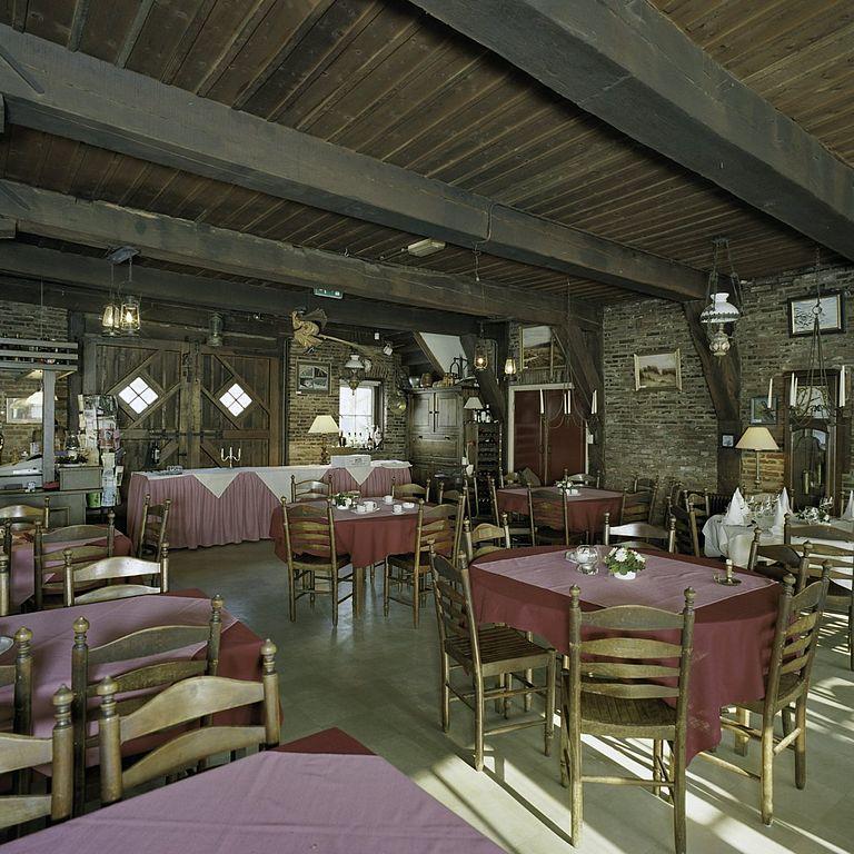 File:Interieur stiftschuur, overzicht plafond van houten balken ...