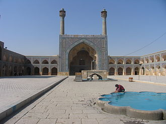 Jameh Mosque of Isfahan - Image: Jamé Mosque Esfahan courtyard