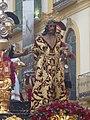 Jesús sentenciado, detrás Pilatos se lava las manos (Sentencia) (4479618898).jpg